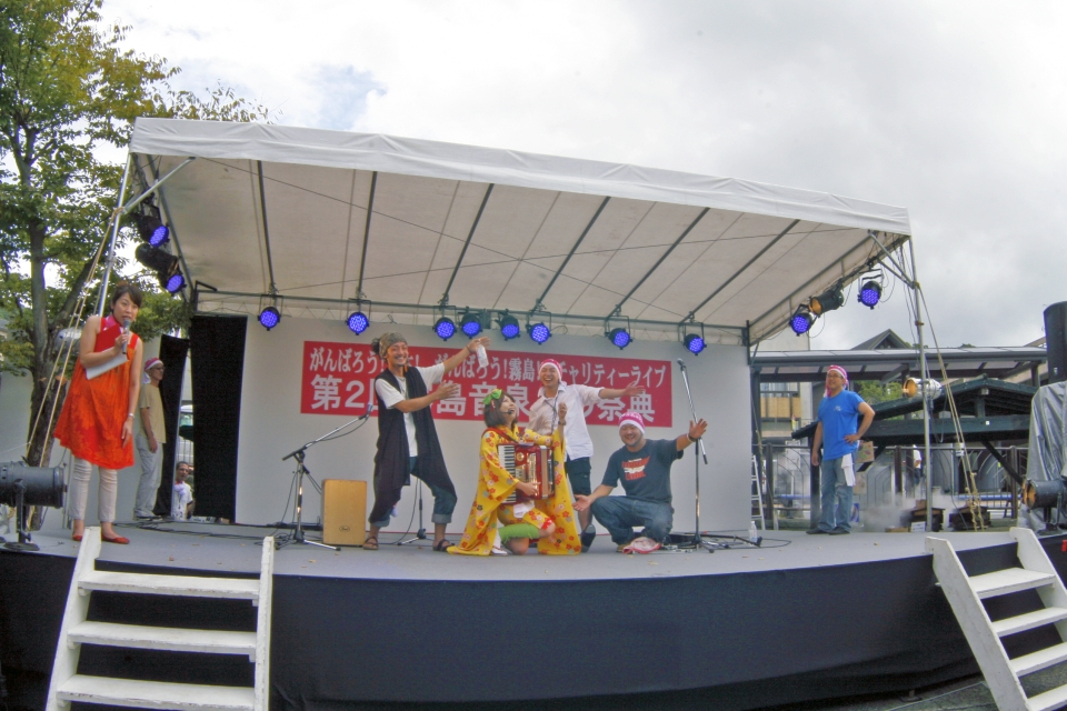 NEOチンドン☆チロル堂@第2回がんばろう!日本!がんばろう!霧島! チャリティーライブ霧島音泉♪の祭典