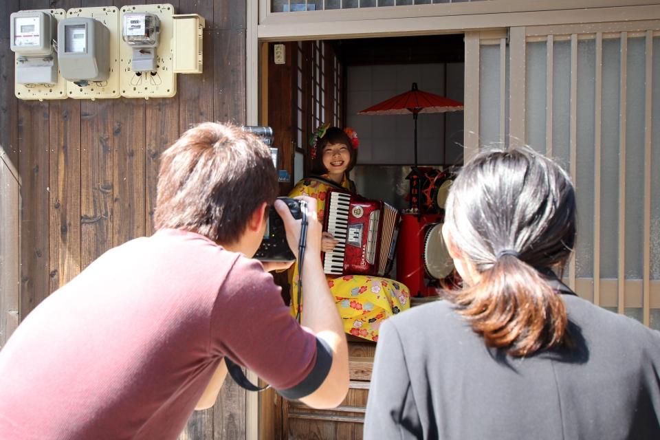 NEOチンドン☆チロル堂@南日本新聞取材